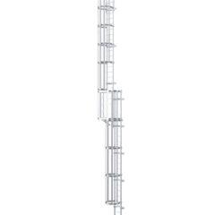 Многопролетная вертикальная лестница с защитной решеткой