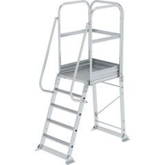 Односторонняя лестница с большой платформой